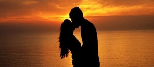 10 Song Lines To Perfectly Express Your Love For Someone - theodysseyonline.com