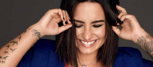 Demi Lovato not at all flustered about nude photo hacked and posted online! Photo: Blasting News Library - glamour.com