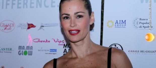 Samantha De Grenet sta male a causa di una colica renale
