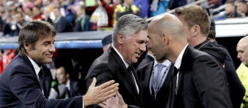 Conte e Zidane si stringono la mano. Entrambi sarebbero interessati ad Alex Sandro