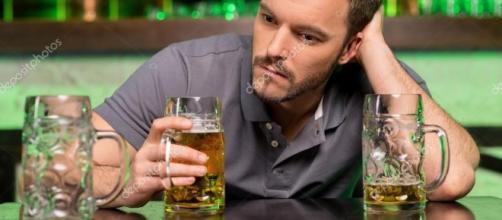 E na falta de uma vida satisfeita, o copo acaba virando seu melhor amigo — Stock Photo © gstockstudio #37123917 - depositphotos.com