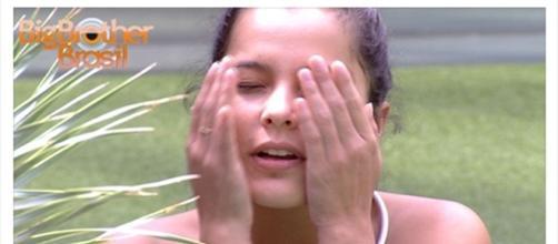 Emilly fez teste de gravidez quando estava em outro relacionamento e teve um susto (Foto: reprodução TV Globo)
