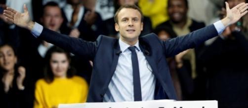 Emmanuel Macron è sempre più favorito ad un mese dalle elezioni presidenziali in Francia