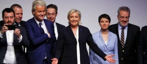 Foto di gruppo per i leader dell'estrema destra nel vecchio continente