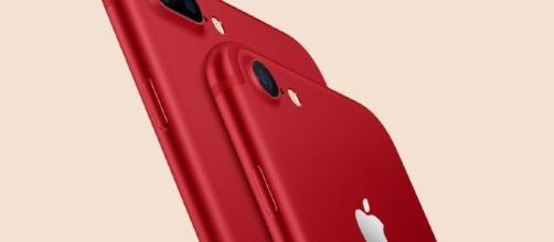 iphone 7 rosso creato per la collaborazione con la RED