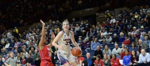 UCONN moves on in NCAA tourney, beating Syracuse - dailycampus.com