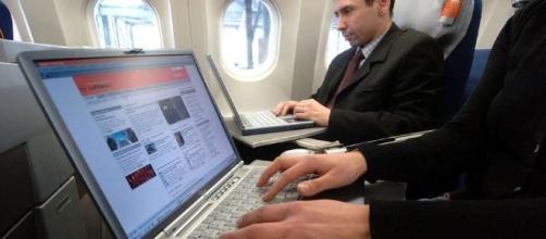 Unidos prohíbe computadoras y tablets en vuelos procedentes de ... - clarin.com