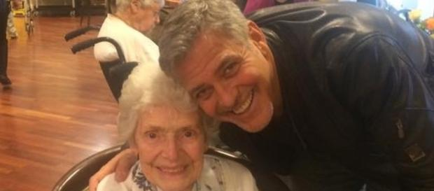 George Clooney surprises 87-year-old fan on her birthday - Photo: Blasting News Library - libertygalaxy.com