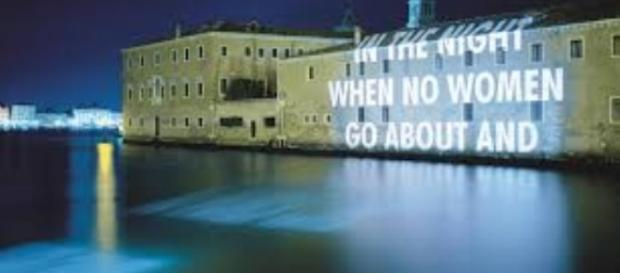 Jenny Holzer's text-art on Blenheim Palace FAIR USE suttonpr.com Creative Commons