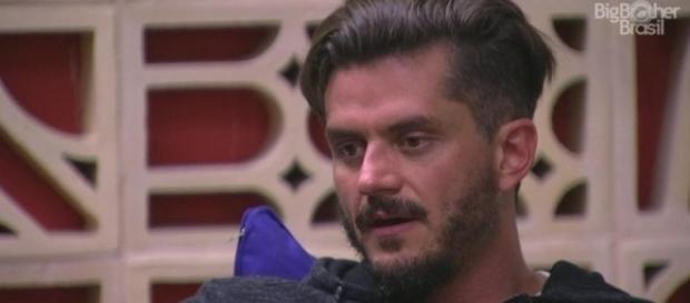 Marcos disse que as provas do programa são arranjadas (Foto: TV Globo)