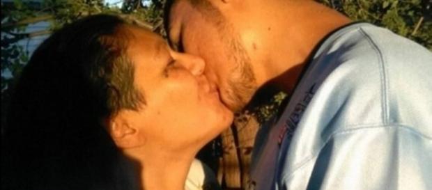 Na imagem é possível ver mãe e filho que mantinham o relacionamento amoroso, com o consentimento da família.