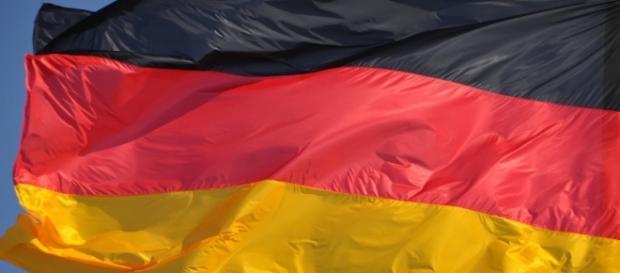 Schwarz-rot-goldener Stolz ist leise, aber stark. (Source URG Suisse Pixabay)