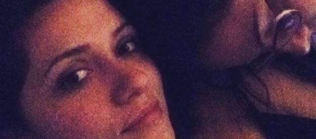 Tamara e sua namorada esculacham Marcos nas redes sociais.