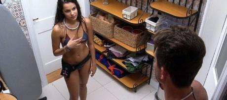 BBB17: Emilly tem conversa com Marcos sobre gravidez e revela algo chocante