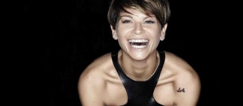 """Alessandra Amoroso: anticipazioni sul docufilm """"Vivere a colori"""" e prossimi appuntamenti in tv"""