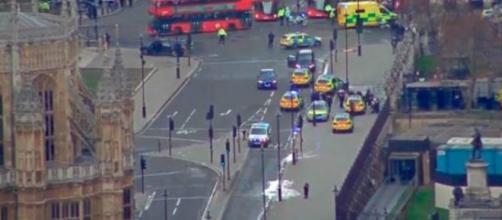 """la Policía Metropolitana de Londres no descarta que este hecho pueda ser obra de un """"incidente terrorista"""". (Foto: Reuters)"""