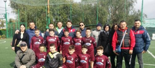 L'intero gruppo dei 2006 allenati da Mister Iavolato, con i genitori