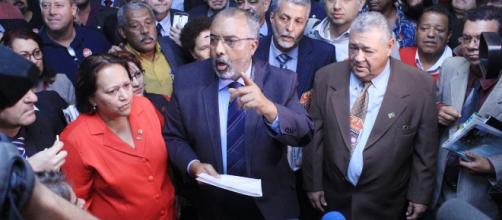O senador Paulo Paim foi seguido por muitos apoiadores dos movimentos sociais no Senado. (Foto: Divulgação/Paulo Paim)
