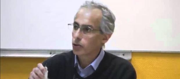 "André Bitton à l'AGECA du 20 avril 2012 ""Quelle psychiatrie nous voulons ?"" (Source Youtube)"