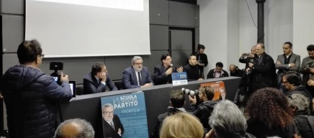 Michele Emiliano al tavolo dei relatori con gli onorevoli Boccia, Marroni e Chaouki.