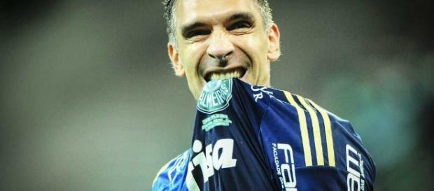 Palmeiras entra em campo com time misto