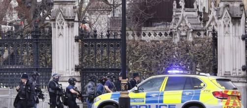 Attentato a Londra davanti a Westminster - Corriere.it - corriere.it