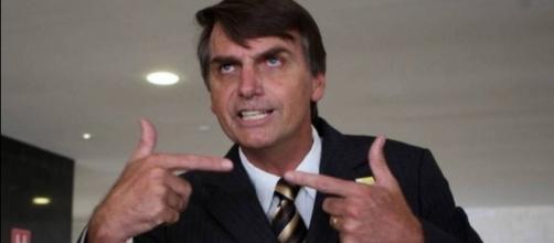 """Bolsonaro foi vítima de um """"ataque de beijos"""""""