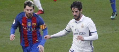 Isco en una jugada de un partido contra el Barça