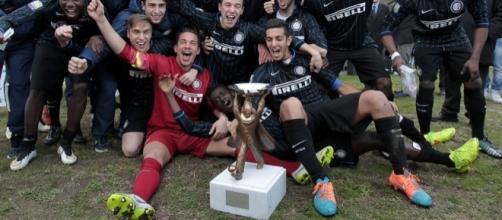 La formazione Primavera dell'Inter 2015 vincitrice della Viareggio Cup