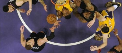 Thomas Robinson #15 and Blake Griffin #32 under the basket #15, Photo credit: Spectrum SportsNet (SpectrumSN) Twitter