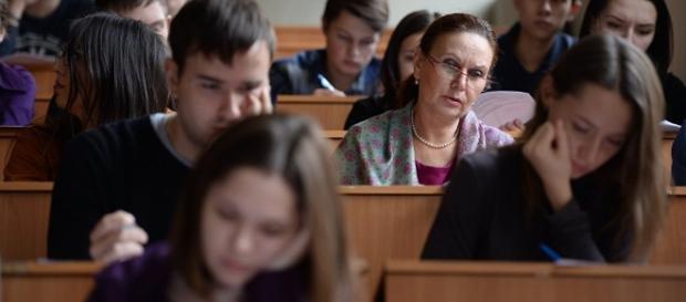 Absolvenții, obligați să despăgubească statul - sputnik.md