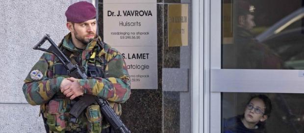 Belgische Polizei verhaftet 15 Terrorverdächtige - News Ausland ... - bazonline.ch