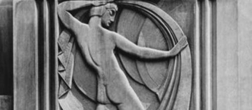 Art Deco bas relief sculptures fronting Bonwit Teller department store FAIR USE thisculturalchristian.blogspot.com Creative Commons