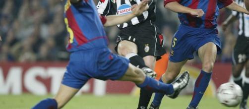 Il gol di Nedved al Camp Nou nel 2003. Fonte: Calcioblog
