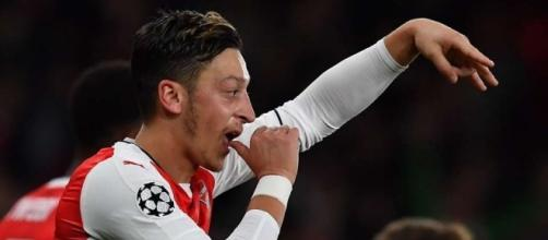 Mesut Ozil makes decision on his Arsenal future | GiveMeSport - givemesport.com