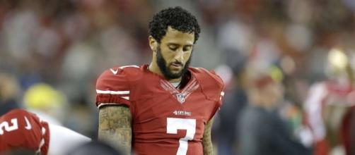 49ers dispute reports that Colin Kaepernick is aloof and alone ... - sfgate.com