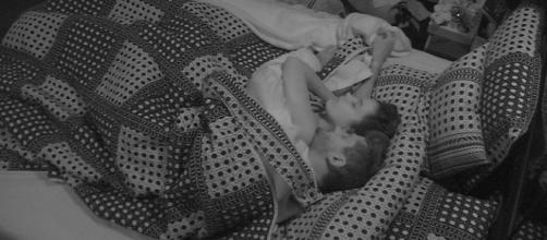 Marcos e Emilly passaram a madrugada transando no BBB 17 (Foto: Reprodução/TV Globo)