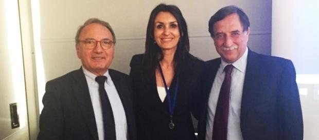 Costanza Castello al centro tra Aldo Carcaci deputato federale belga, Domenico Rossi sottosegretario alla Difesa
