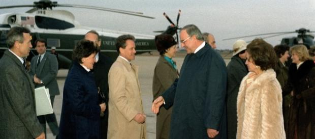 Kanzler Kohl 1982 in Washington. (Source URG Suisse: U.S. Military / PD)
