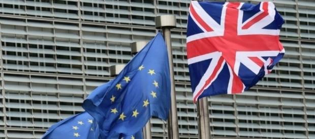 Parlamentarii europeni vor bloca orice intelegere Brexit fără garantarea drepturilor cetățenilor UE