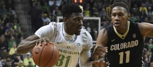 Ennis and the Oregon Ducks advance to the Final Four with win over Kansas. [Image via Blasting News image library/inquisitr.com]