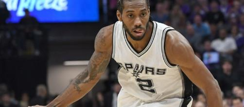 Kawhi Leonard led the Spurs to a victory over the Knicks on Saturday night. [Image via Blasting News image library/inquisitr.com]