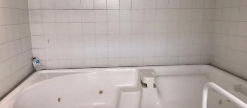 Una vasca all'interno dei bagni dello stadio Braglia