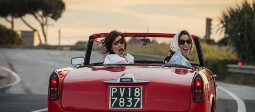 """Valeria Bruni Tedeschi e Micaela Ramazzati in una scena de """"La pazza gioia"""""""