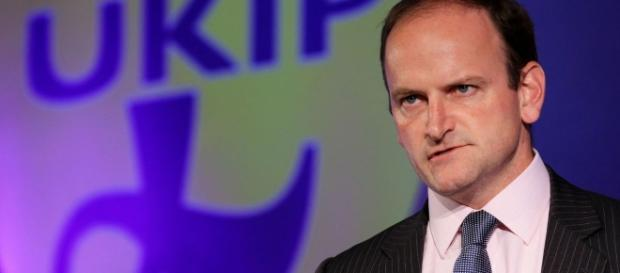 Douglas Carswell wins Clacton by-election to become Ukip's first ... - mirror.co.uk