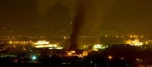 Hotelul Marriot din Islamabad la scurt timp după explozia din noaptea de 20 septembrie 2008 - Foto: Wikipedia