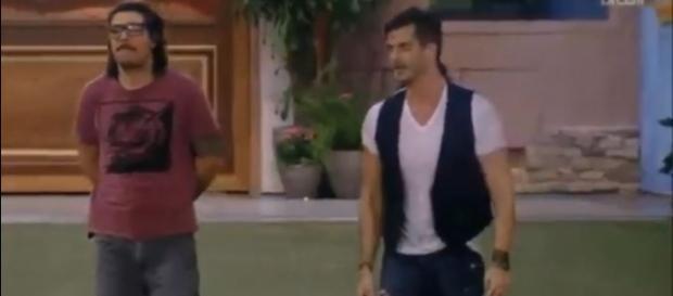 Marcos voltou do confessionário reclamando da produção do BBB 17 (Foto: Reprodução/TV Globo)