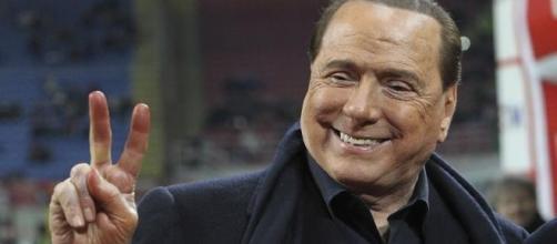 Silvio Berlusconi, preso di mira da un Canale dai colori bianconeri