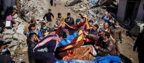 US reviewing airstrike that corresponds to site where 200 Iraqi ... - go.com