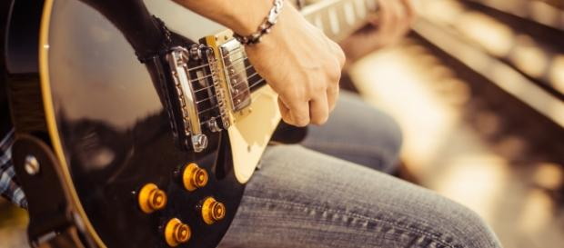 Aprender a tocar guitarra estimula a cognição - vivomaissaudavel ... - com.br